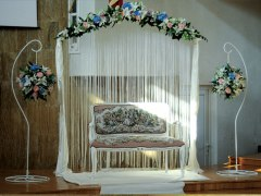Arcada florala in interiorul bisericii