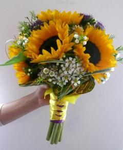 Buchet de mireasa din floarea soarelui si wax flower