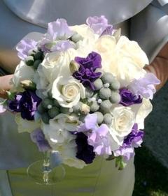 Buchet de mireasa din trandafiri albi, Eustoma si Safari