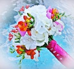 Buchet de mireasa din hortensie, corali, bujori , trandafiri si frezii