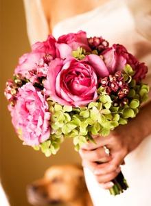 poza buchet mireasa nuante de roz