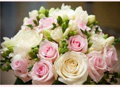 buchet frezii cu trandafiri