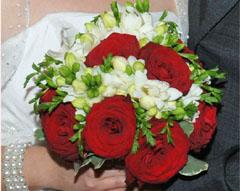 buchet mireasa frezii cu trandafiri