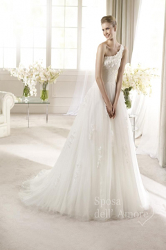 rochie de mireasa cu aplicatii