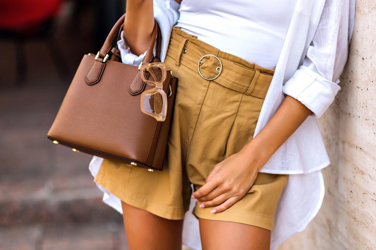 pantaloni-scurti-pentru-femei