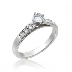 poza inel de logodna cu cristale
