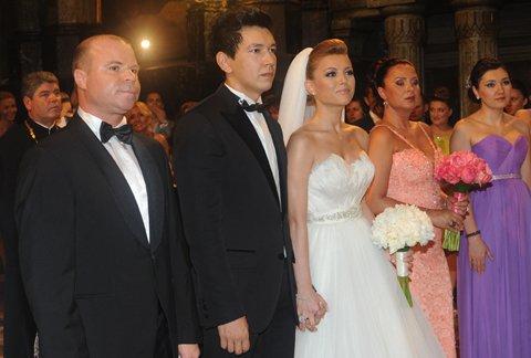 poza rochie mireasa Elena Gheorghe