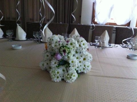 poza aranjamente flori nunta 2013