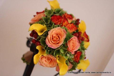 poza aranjamente florale nunta moderna