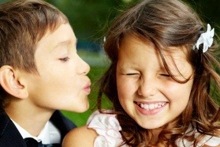 poza cuplu de copii Te iubesc