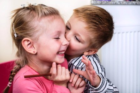 cuplu de copii Te iubesc
