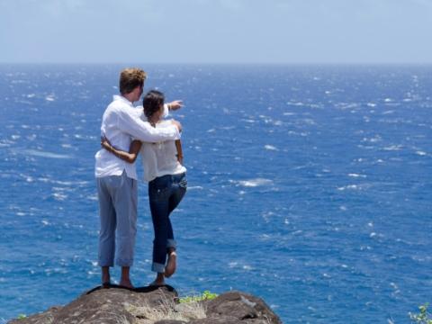 Cuplu pe malul marii