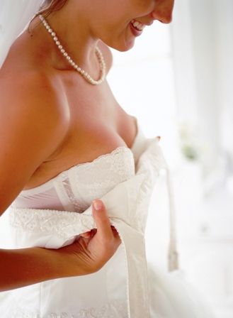 Poza mireasa se pregateste in dimineata nuntii