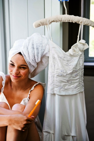 Poza mireasa si rochia de mireasa in dimineata nuntii