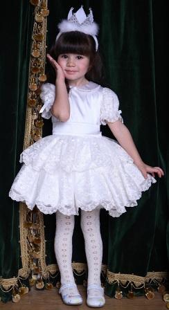 Poza rochita de nunta pentru fetite, alb cu volanase