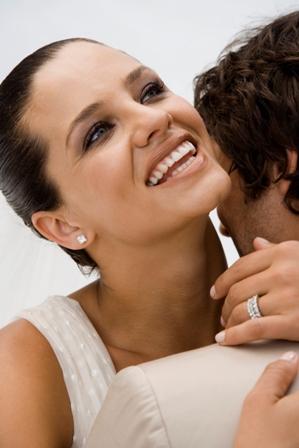 Poza cuplu fericit si indragostit la nunta