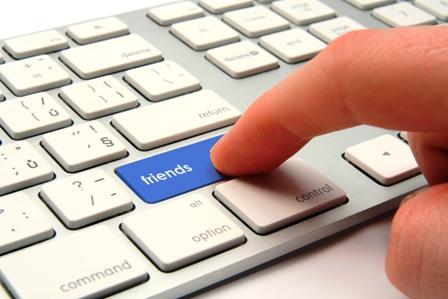 Poza tastatura accept prieteni pe Facebook