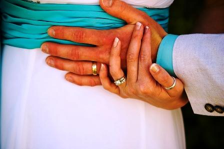 poza verighete maini cuplu la nunta