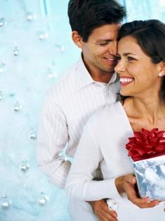 poza cuplu fericit cadouri de Craciun