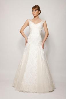 rochie de mireasa pentru o femeie cu umeri proeminenti