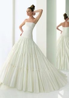 rochie de mireasa pentru o femeie cu solduri proeminente