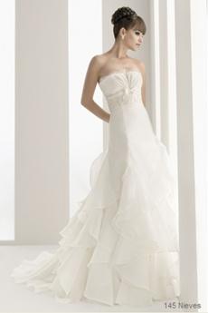 rochie de mireasa pentru o femeie cu bust mic