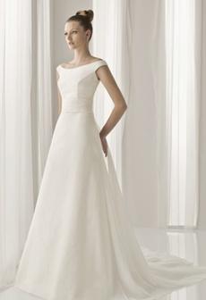 rochie de mireasa pentru femeile cu umeri proeminenti