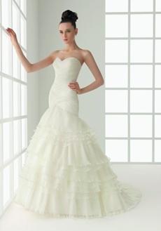 rochie de mireasa cu decolteu in forma de inima