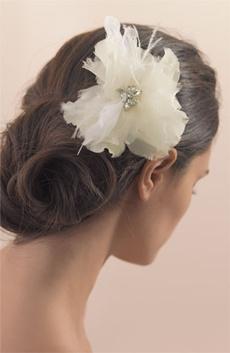 floarea ca accesoriu de par