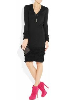 rochie neagra si pantofi roz
