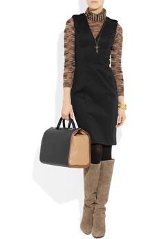 rochie neagra accesorizata