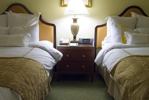Camera de hotel cu doua paturi