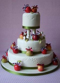 Tort ornat cu fructe glasate