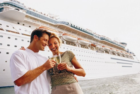 Cuplu la imbarcarea in croaziera