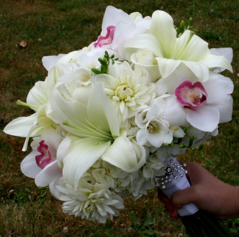 Buchet de mireasa din flori albe