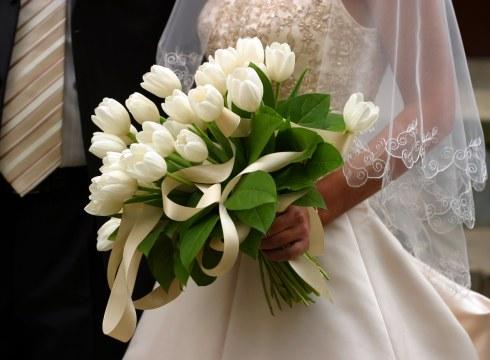 Buchet de mireasa din lalele albe