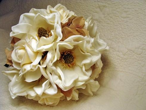 Buchet de mireasa din magnolii albe