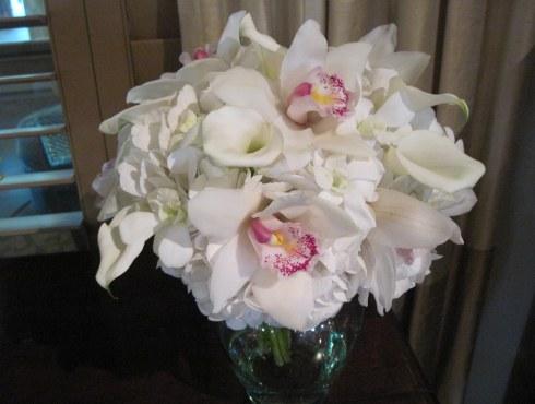 Buchet de mireasa din orhidee albe
