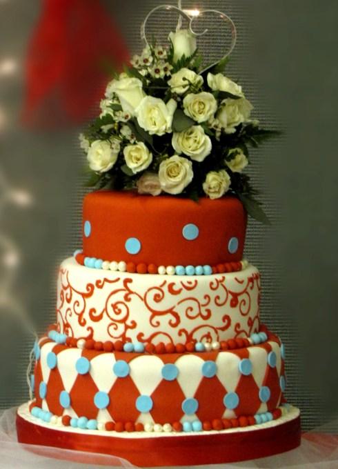 Tort de nunta extravagant