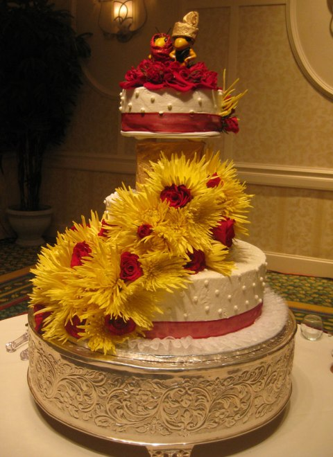 Tort de nunta cu flori de toamna