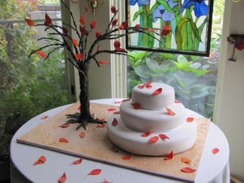 Tort de nunta cu frunze de toamna