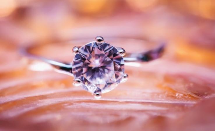 Inel de logodna: semnificatii