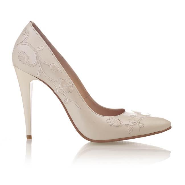 Pantofi din piele bej sidef brodata