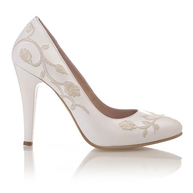 Pantofi din piele alba sidef brodata