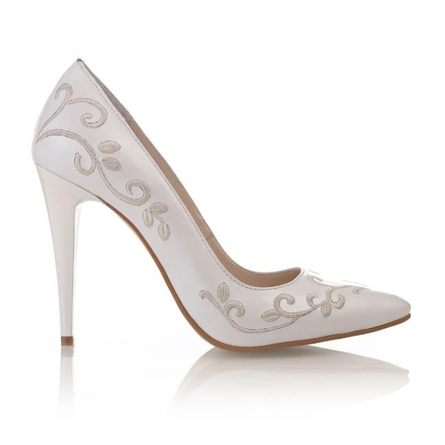 Pantofi din piele alba sidef cu broderie