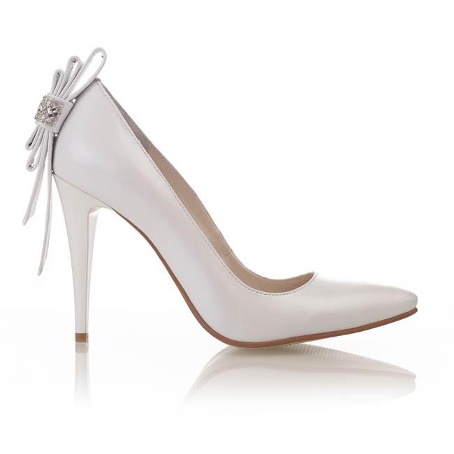 Pantofi din piele alba sidef cu accesorii strasuri