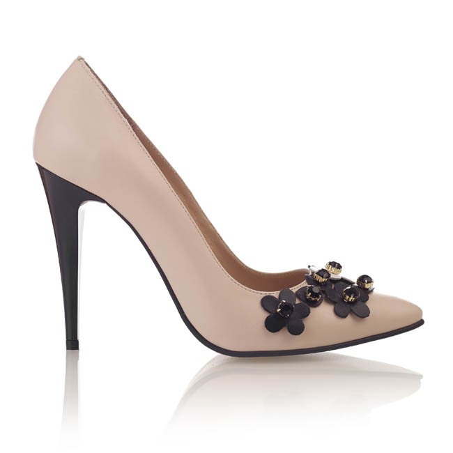 Pantofi din piele nude cu pietre negre